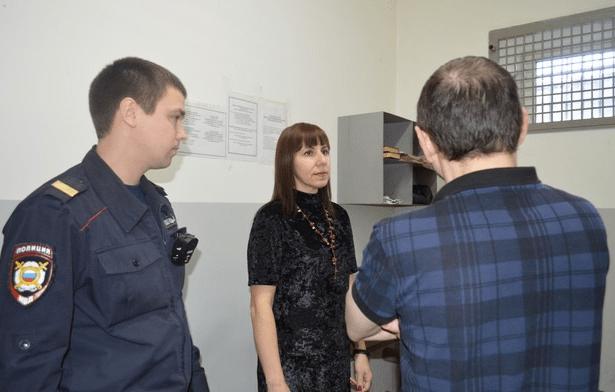 Иностранец поблагодарил полицейских за раскрытие совершенного в отношении него преступления