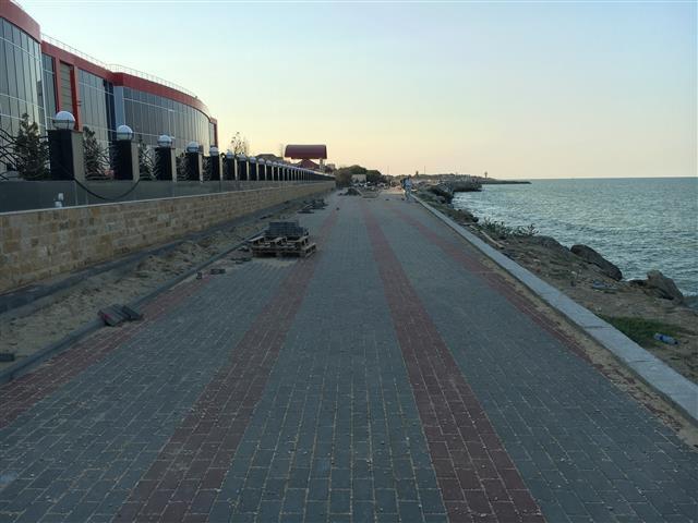 Отремонтированная за 15 млн рублей набережная разваливается в Каспийске