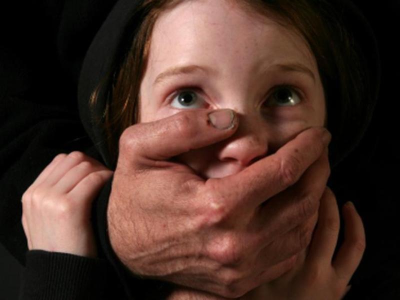 Пьяный мужчина изнасиловал школьницу и выбросил ее в выгребную яму на Кубани