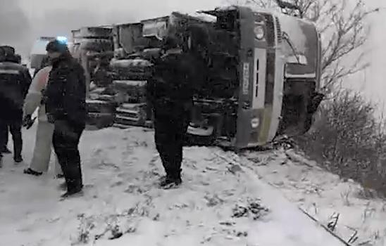 В Белгородской области перевернулся автобус