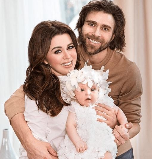 Анастасия Заворотнюк обратилась к своим поклонникам