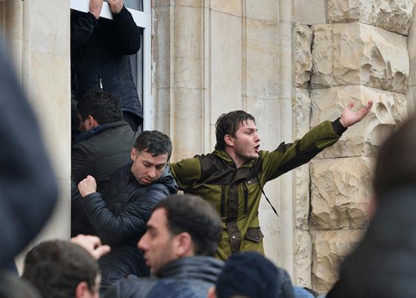 Парламент Абхазии призвал президента уйти в отставку