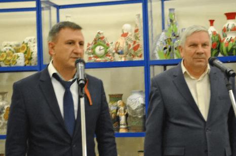 Министр энергетики, промышленности и связи Ставрополья Виталий Шульженко открыл выставку народных промыслов в Кисловодске