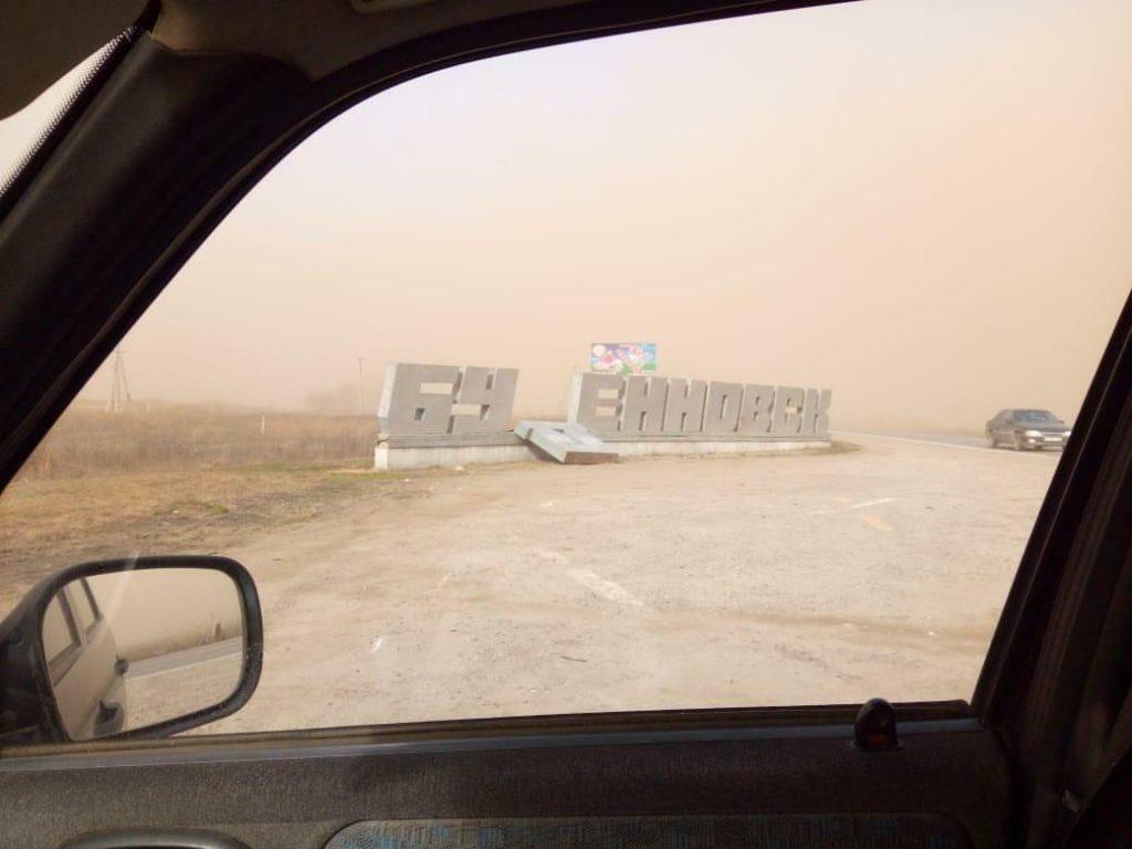 Въездную стелу повредила песчаная буря в Буденновске