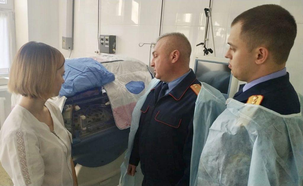 Выброшенную из окна девочку навестили следователи в Буденновске