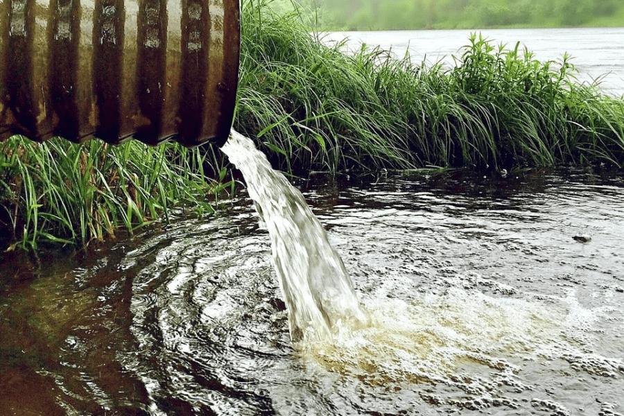 Коммунальщики незаконно сливают нечистоты в реку Терек во Владикавказе