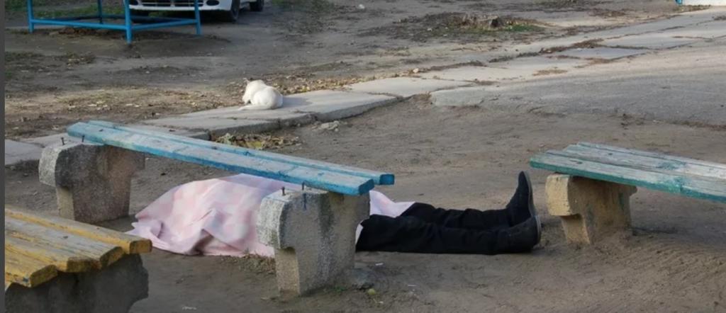 Труп мужчины во дворе многоэтажки нашли жильцы во Владикавказе