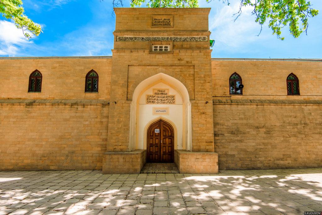 Древнейшая мечеть Дербента пострадала от  несанкционированного митинга