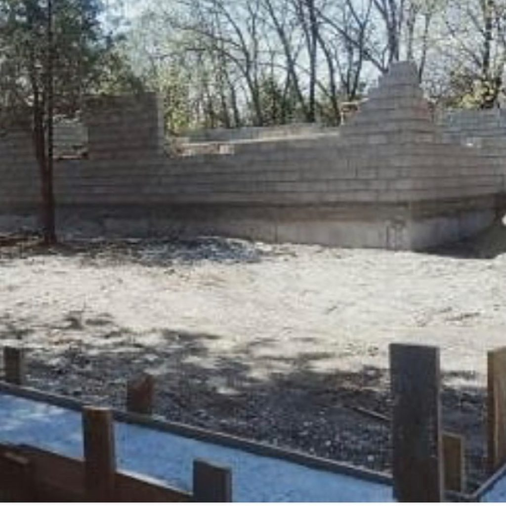 Незаконную стройку вблизи озера остановят власти Ессентуков