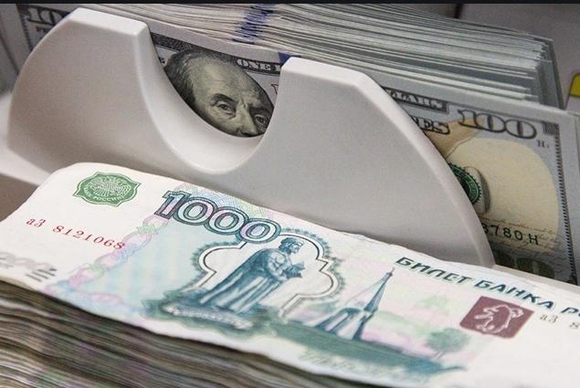 Российские банки снижают ставки по рублевым вкладам