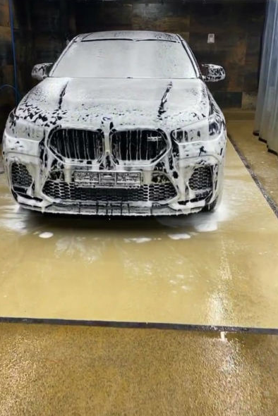 Бойфренд Бузовой купил редкий автомобиль