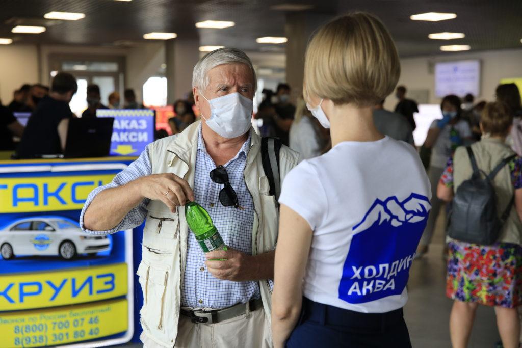 Прилетевших в Минеральные Воды пассажиров встречали «Ессентуками»