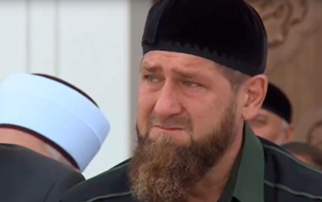 Слезу пустил в мечети глава Чечни Рамзан Кадыров