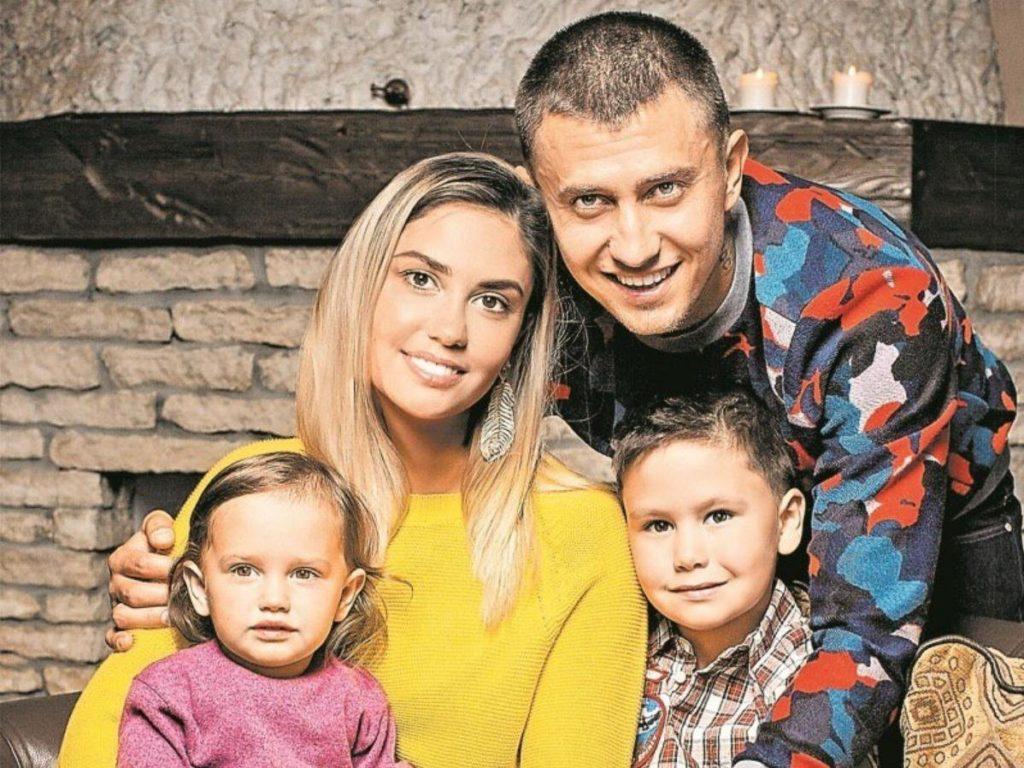 После развода Павел Прилучный вернул детей Агате Муцениеце