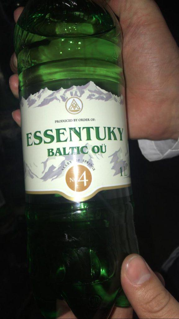 Правоохранители пресекли продажу контрафактной минеральной воды с КМВ в Прибалтике