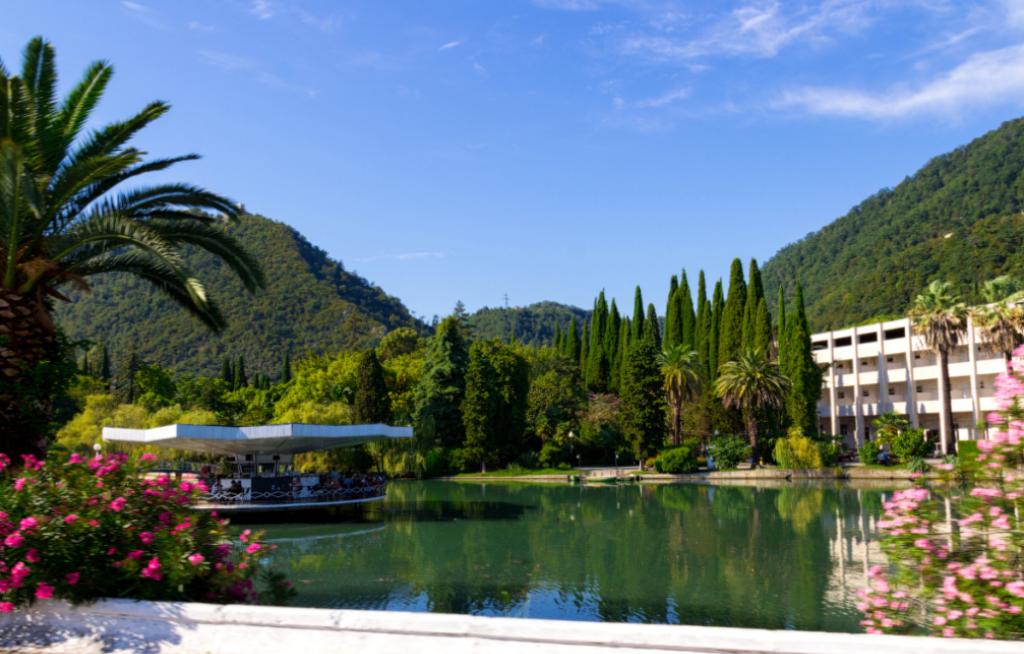 До 28 июля для туристов будут закрыты курорты Абхазии
