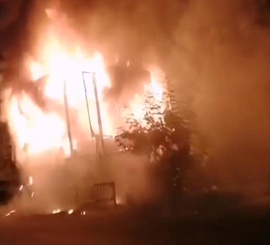 На видео попал поджигатель неработающего поста ГАИ в Пятигорске