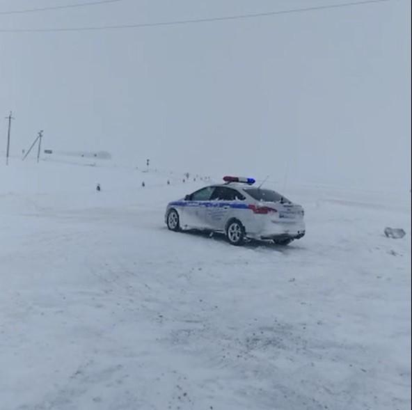 Снегопад стал причиной закрытия автомобильного движения на Ставрополье