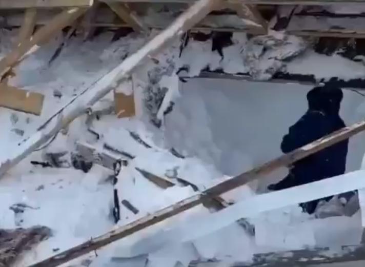Туристов накрыла лавина на горнолыжном курорте Домбай в КЧР