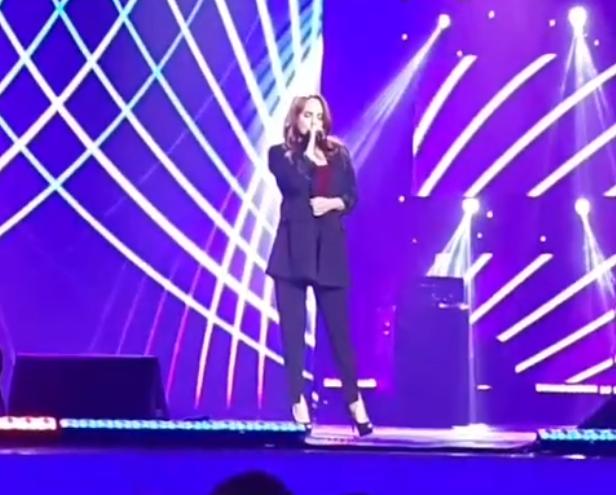 На первом после тяжелой болезни концерте выступила певица Максим