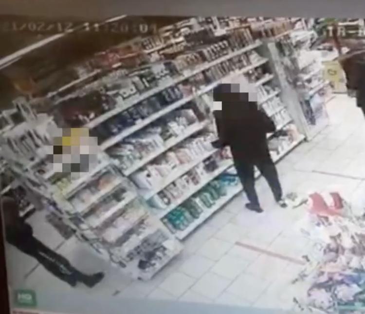 На Ставрополье пара украла из магазина гигиенические товары